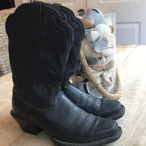 ARIAT WOMENS WESTERN LIVELY BOOTS.